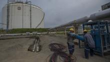 Kapal Mulai Bersihkan Pipa Pertamina Bocor di Karawang