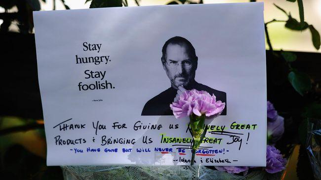 Di masa hidupnya, CEO Apple Steve Jobs mempunyai niat untuk membeli Yahoo. Niat tersebut, pada akhirnya, memang tidak pernah terwujud.