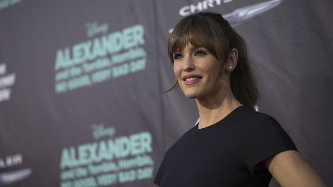 Garner menyalahkan JLo karena masih berhubungan dengan mantan kekasihnya Affleck, meski sudah menikah. Ia merasa ini hukuman karena merebut Affleck dari JLo.