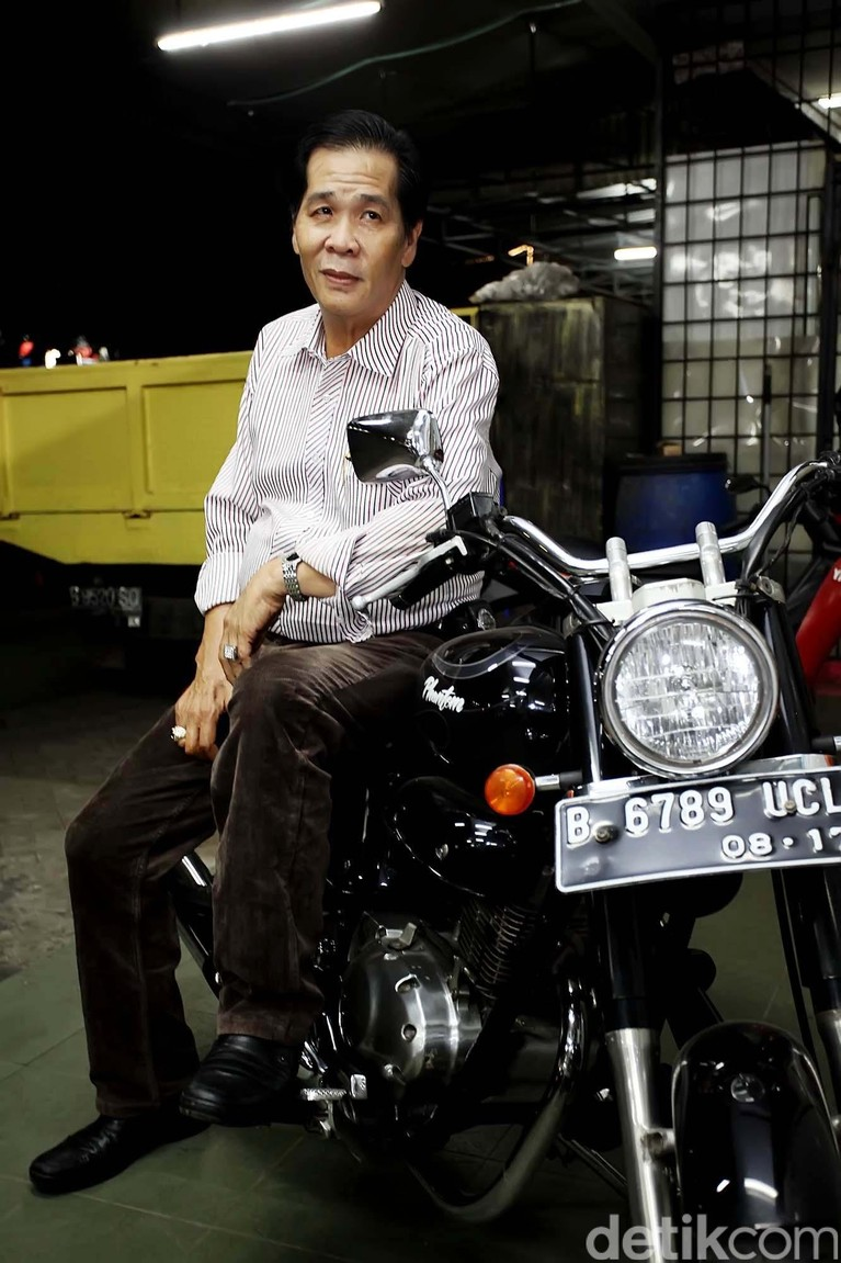 Anton Medan lahir dengan nama Tan Hok Liang; lahir di Tebing Tinggi, Sumatera Utara, 10 Oktober 1957 adalah mantan perampok dan bandar judi yang kini telah insaf. Ia memeluk agama Islam sejak 1992. Ia mendirikan rumah ibadah yang diberi nama Masjid Jami' Tan Hok Liang. File/detikFoto.