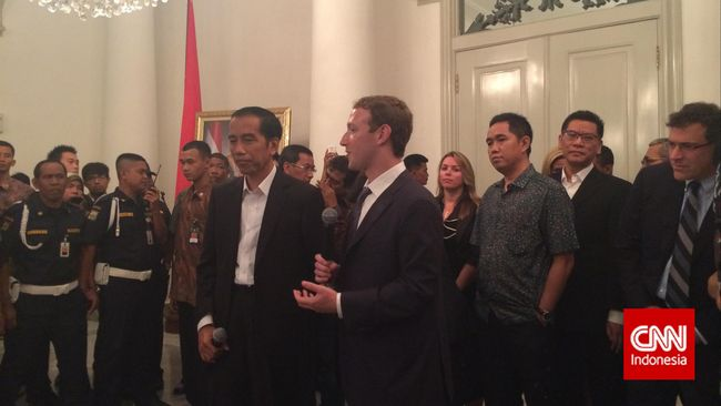 Usai bertemu Presiden terpilih Joko Widodo di Balai Kota, DKI Jakarta. Pemuda terkaya di dunia itu diajak berkeliling ke pusat pembelanjaan Tanah Abang.