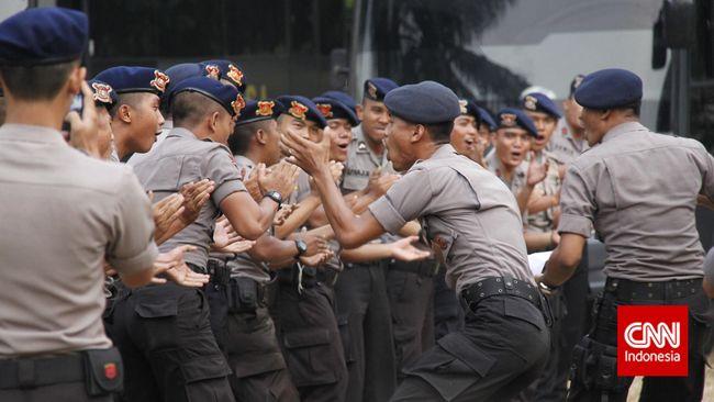Badan Reserse Kriminal Polri menggeledah kediaman Ajun Komisaris Besar PN yang kedapatan memeras seorang bandar narkotik di Bandung, Jawa Barat.