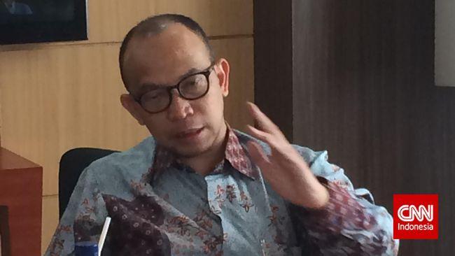 Chatib Basri, eks menkeu era SBY, menyebut UU Ketenagakerjaan yang ada tidak fleksibel merangkul pekerja dan memberatkan pemberi kerja.