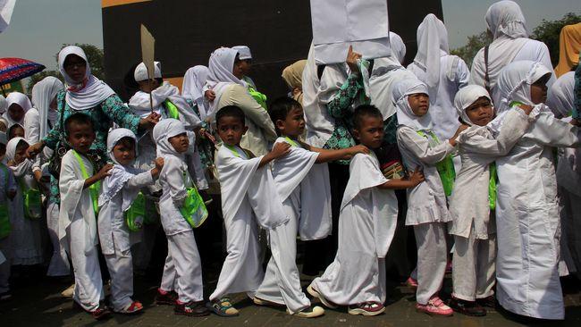 MUI membolehkan pendaftaran haji usia dini dengan syarat ketat, salah satunya tidak mengganggu peserta haji dewasa (mukallaf) yang sudah mendaftar.