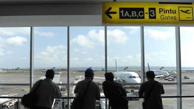 Sesuai amanat Gubernur Bali, Bandara Ngurah Rai akan melarang taksi online seperti Grab dan Uber untuk menjemput dan menurunkan penumpang.