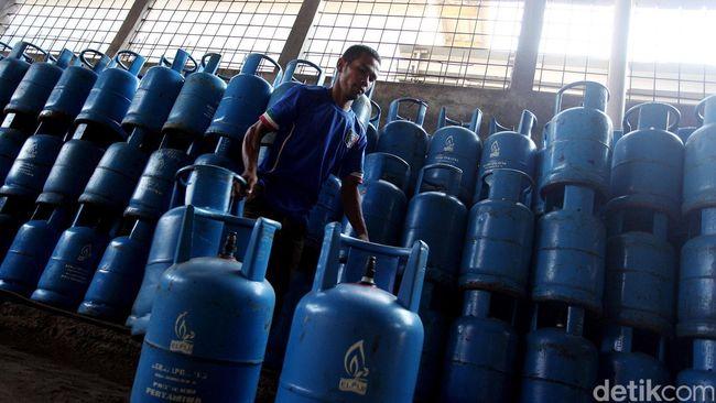Rencananya, Pertamina akan menaikan harga gas tabung biru tersebut sebesar Rp 1.500-2.000 per kilogram.