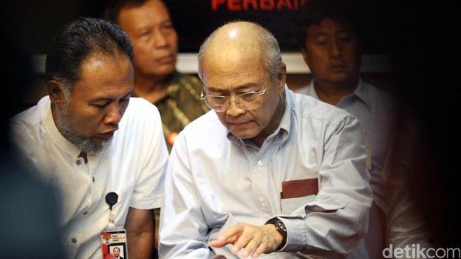 Kenaikan harga BBM pada awal Mei 1998 menjadi kebijakan kontroversi Soeharto yang menyulut aksi massa dan kerusuhan.