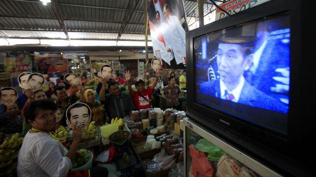 Pakar minta pemerintah Jokowi memikirkan distribusi set top box (STB) bagi warga miskin agar migrasi dari TV analog ke TV digital merata.