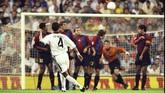 Permusuhan antara Barcelona dan Real Madrid terentang selama puluhan tahun. Banyak cerita menarik terselip di antara lembaran kisah pertarungan keduanya.