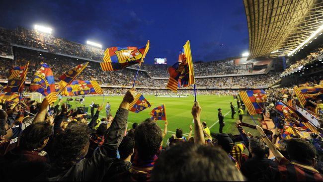 Persaiangan Real Madrid dan Barcelona bukan hanya tataran wilayah dan klub sepak bola. Dalam persaingan itu juga terdapat gesekan politik, sejarah, dan budaya.