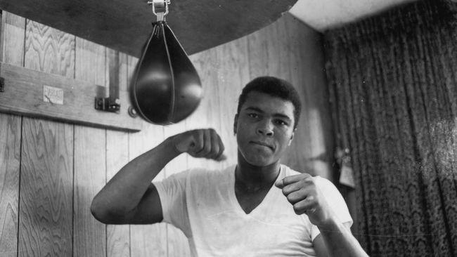 Nama Muhammad Ali menjadi topik yang paling ramai diperbincangkan dalam kurang dari sejam beredar kabar bahwa ia telah meninggal dunia di usia 74 tahun.