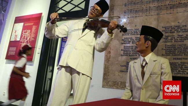 "Sudah meneliti Indonesia sejak 1970, membuat Peter B.R. Carey ""ngelotok"" sejarah negeri berjuluk Zamrud Khatulistiwa ini, terutama Jawa."