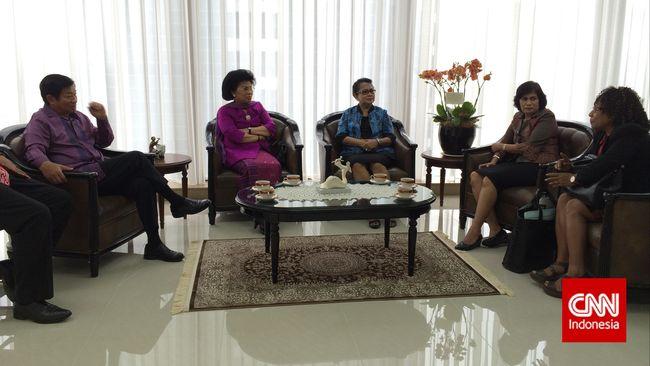 Menteri Pemberdayaan Perempuan dan Perlindungan Anak Yohana Yembise menilai UU tersebut bisa mendorong produktivitas perempuan di dalam negeri.