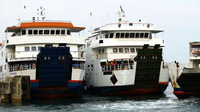 PT ASDP Indonesia Ferry (Persero) mengimbau calon penumpang untuk menunda perjalanan di tengah cuaca buruk di Kupang, NTT.