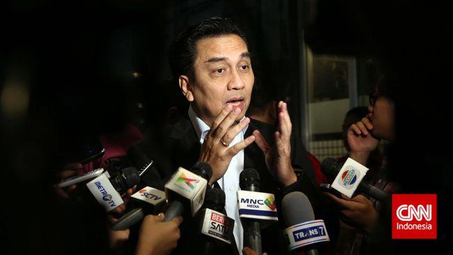 Politikus PDIP Effendi Simbolon meminta kasus perusakan bendera ini cukup ditangani kepolisian, dan Demokrat tak mendramatisasi dengan menyeret Jokowi.