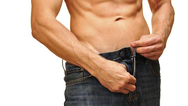 Saat udara dingin karena hujan yang turun terus menerus, organ intim pria akan mulai mengerut. Ini kondisi yang normal dialami semua pria. Apa alasannya?