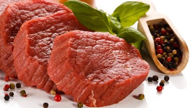 Alexandre Polmard mengatakan sapi-sapi di peternakannya di St. Germain des Pres, Paris, menghasilkan daging terbaik karena mereka bahagia.