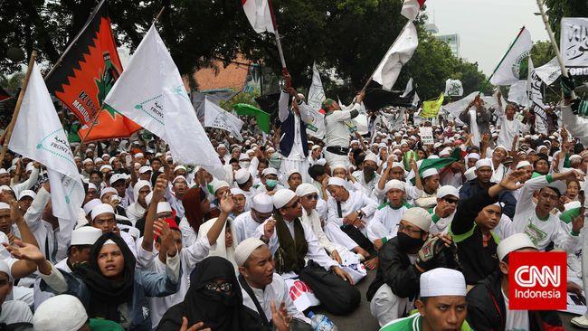 Front Pembela Islam yang sejak dulu menentang Ahok, kini mendukung penuh DPRD DKI Jakarta melakukan penyelidikan terhadap kebijakan sang Gubernur.