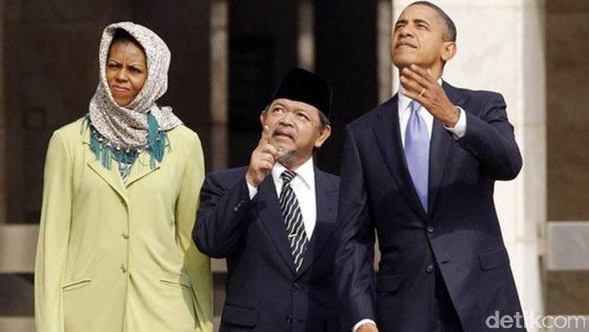 Presiden Amerika Serikat, Barack Obama beserta istri, Michelle Obama turut mengucapkan selamat Idul Fitri bagi umat Muslim di Indonesia.