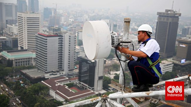 Di tengah ekonomi Indonesia yang minus 5,32 persen pada kuartal II 2020 akibat pandemi Covid-19, sektor telekomunikasi berjaya dan menenggak untung.
