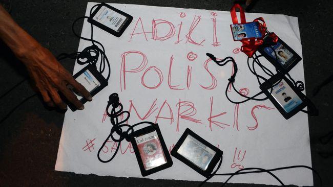 AJI Jakarta dan LBH Pers mendesak Polri mengusut tuntas kasus kekerasan oleh aparat terhadap sejumlah wartawan yang meliput unjuk rasa tolak UU Ciptaker.