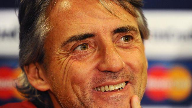 Andrea Ranochia mendapatkan kartu merah sementara Samir Handanovic menyelamatkan tendangan penalti saat Inter Milan menundukkan Dnipro 2-1.