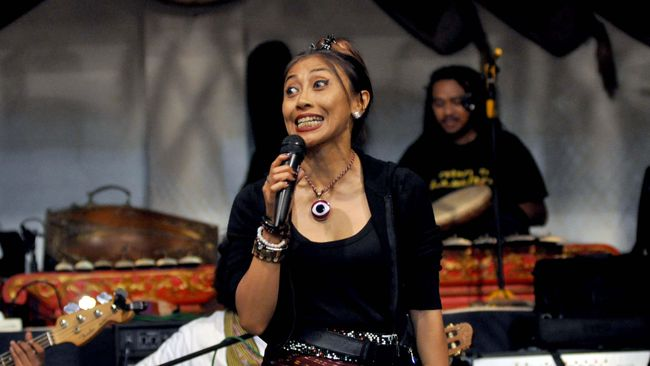 Sembilan penyanyi legenda Indonesia yang terbagi dalam dua grup, The Gentleman dan Rumpies akan gelar konser secara virtual.