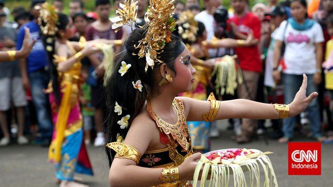 Budayawan dan akademisi Bali khawatir jika praktik erotis Joged Bumbung terus marak, UNESCO akan mencabut status budaya tarian-tarian Bali lainnya.