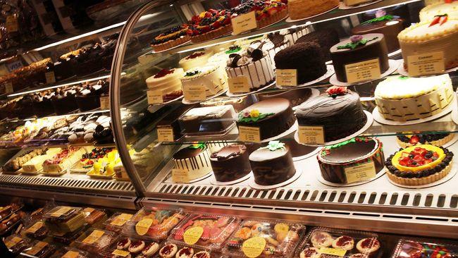 Hasrat untuk membeli makanan sering tak terhindarkan saat jelang berbuka puasa. Rasa kenyang luar biasa pun sering berbuntut naiknya berat badan.