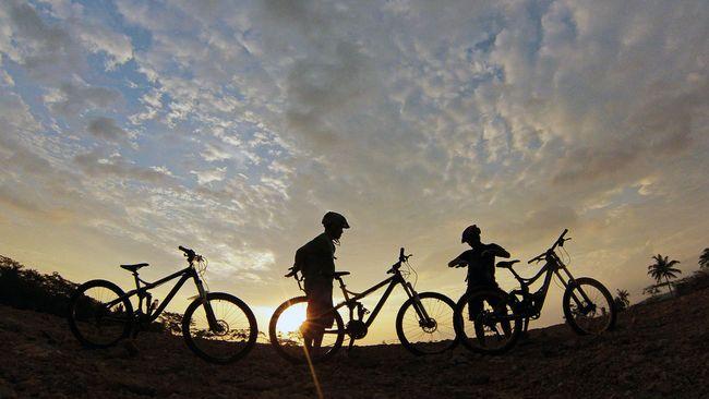 Warga desa yang bermukim dekat Bukit Korea berharap tren bersepeda di tengah alam bebas bisa mendatangkan lebih banyak turis ke sana.