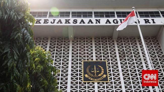 Kejagung mencopot jabatan 2 jaksa terjaring OTT KPK, yakni Yadi dan Yuniar, serta memberhentikan sementara tersangka yang juga Aspidum Kejati DKI Agus Winoto.