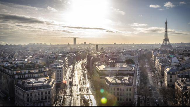 Pemerintah kota Paris, Prancis, didenda €90 ribu atau sekitar Rp1,5 miliar karena mempekerjakan terlalu banyak perempuan di posisi senior.