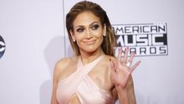 Jennifer Lopez Batalkan Pernikahan Dua Kali Karena Pandemi