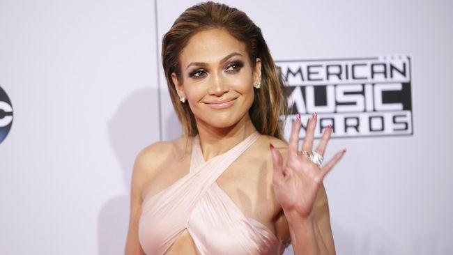 Penyanyi Jennifer Lopez alias J-Lo dua kali membatalkan acara pernikahan dengan Alex Rodriguez di masa pandemi.