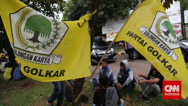 Desakan untuk mengembalikan tradisi politik Golkar sebagai pendukung kekuasaan terus meningkat. Pencalonan Ical pun ditentang.