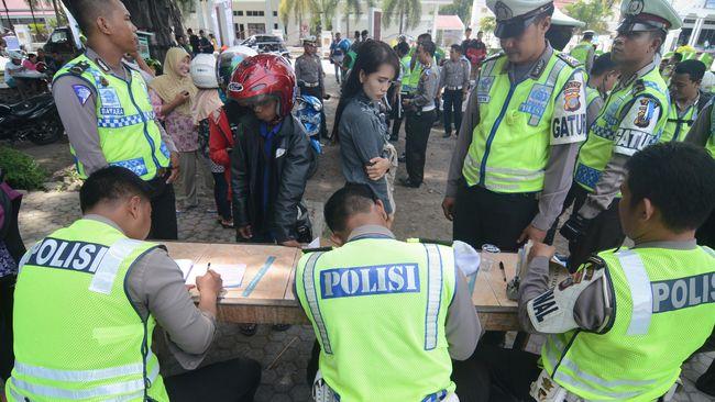 Selain penindakan pungli di berbagai lembaga pemerintah, pemberantasan pungli juga ditargetkan terjadi di instansi kepolisian.