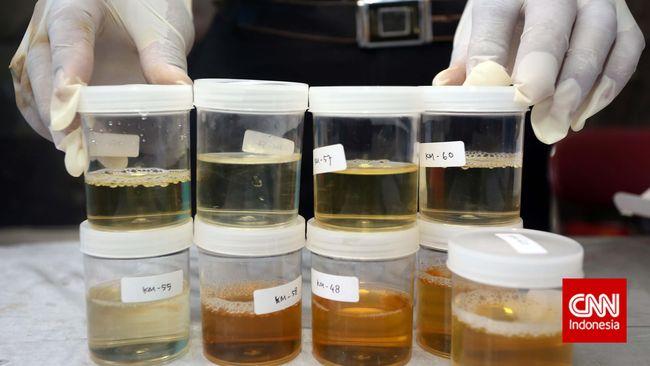 Polda Sumsel menggelar tes urine untuk pejabat utama Polda dan kapolres se-Sumsel. Hasilnya Kapolres Empat Lawang AKBP AS positif mengandung amphetamine.