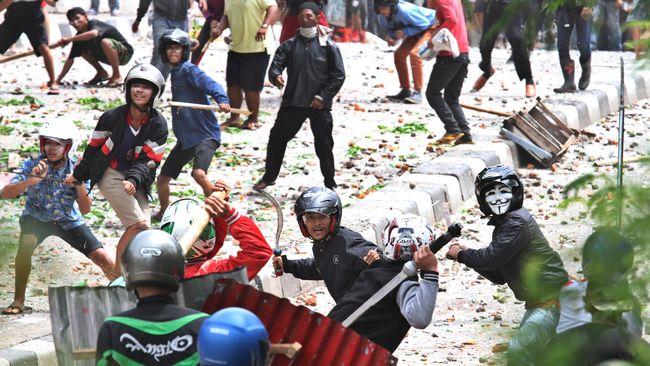 Polres Metro Jakarta Selatan merekam sidik jari sejumlah warga di sekitar Manggarai untuk mengantisipiasi terulangnya aksi tawuran.