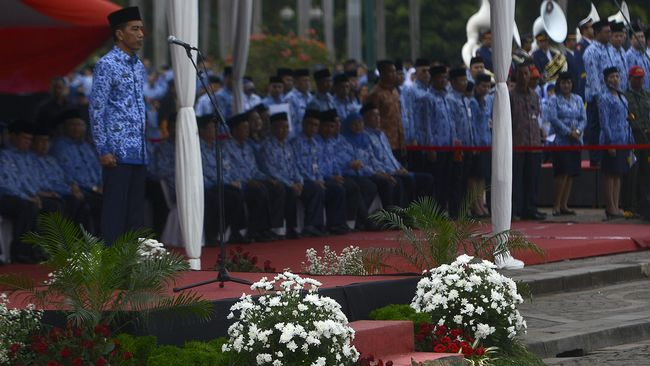 Pengamat kebijakan publik dan pengamat politik membedah langkah Jokowi terbitkan PP 94/2021 yang tegas mengekang disiplin dan profesionalitas PNS.
