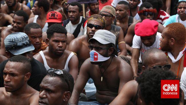 Sebanyak 34 warga ditangkap polisi karena diduga berencana merayakan HUT OPM, 4 orang lainnya ditahan karena menggambar wajah dengan simbol Bintang Kejora.