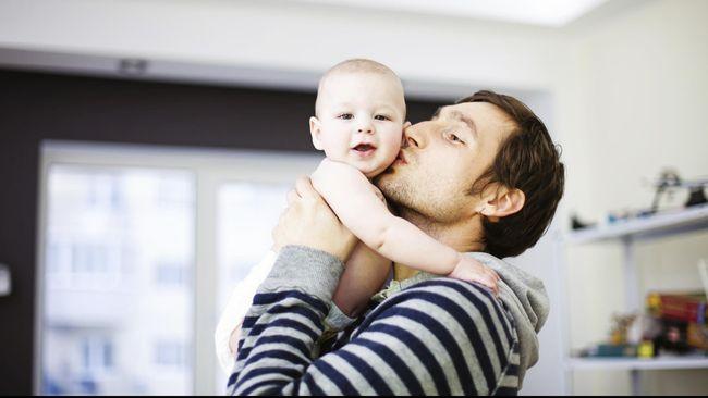 Kebiasaan ayah yang menolak terlibat banyak melakukan 'baby talk' atau 'bicara bayi' dengan anak-anak mereka, selama ini adalah hal yang tepat.