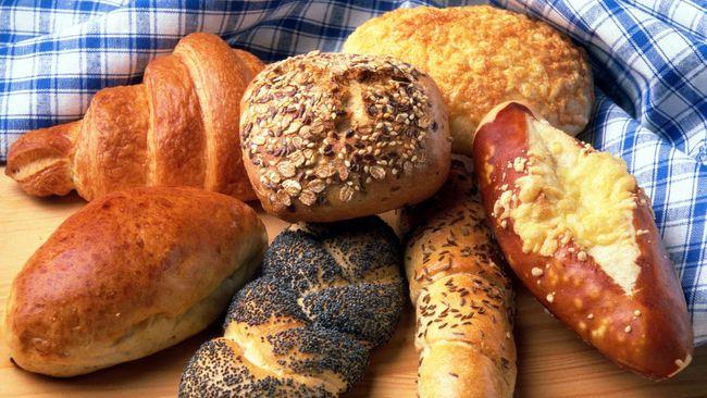 Untuk membuat roti yang renyah dan berwarna cokelat keemasan saat dipanggang sebenarnya hanya butuh satu trik mudah dan praktis.