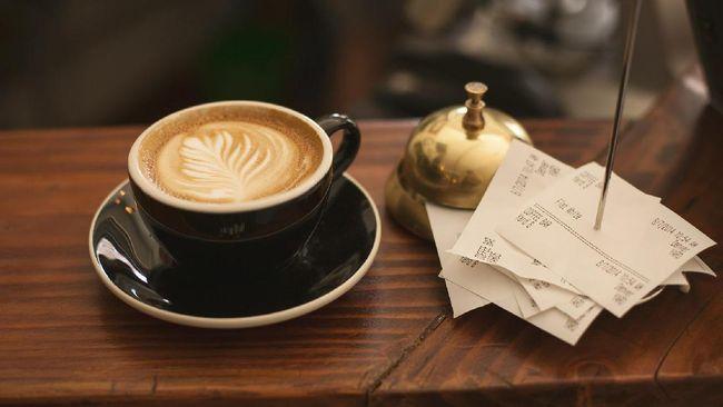 Penelitian terbaru menemukan, persepsi kita terhadap rasa pahit kopi dapat berubah tergantung warna wadah yang kita minum.