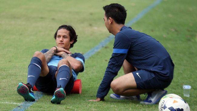 Asisten pelatih Timnas Indonesia menyarankan Irfan Bachdim kembali ke Jepang untuk melakukan penyembuhan atas cedera fibula yang ia alami saat latihan timnas.