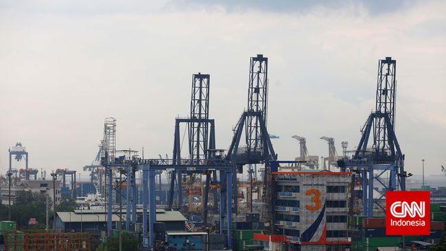 Aktivitas Pelabuhan Tanjung Priok, Jakarta, Jumat, 5 Desember 2014. CNN Indonesia/Adhi Wicaksono.