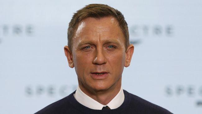Craig mengaku yang ia pedulikan saat ini hanya cara melepas tuksedo James Bond dengan baik, dan orang yang mengambilnya bisa membuatnya lebih baik.