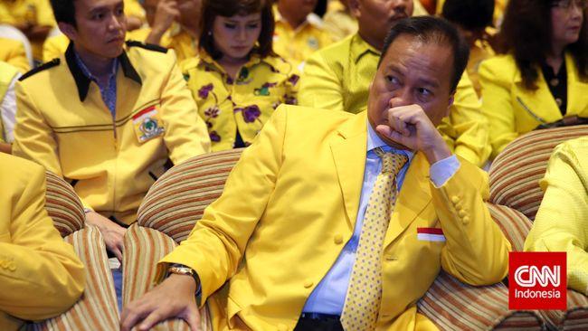 Politikus Golkar Agus Gumiwang Kartasasmita resmi dilantik sebagai Menteri Sosial menggantikan Idrus Marham yang mundur karena diduga terlibat kasus korupsi.