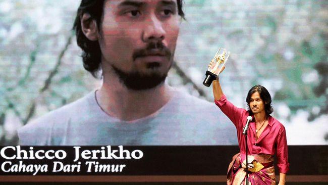 Sepanjang film yang diproduseri Glenn Fredly itu diputar di Ubud, para penonton, yang terdiri atas masyarakat lokal maupun warga asing, serius menyimak.