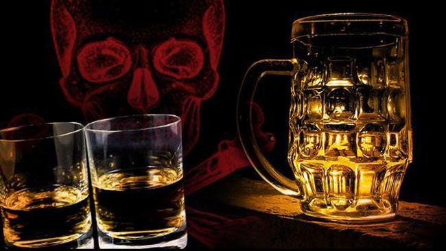 Puluhan warga Turki tewas karena keracunan miras oplosan. Konsumsi minuman ilegal itu meningkat seiring tingginya pajak alkohol.