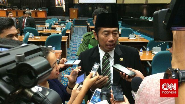 Para anggota DPRD DKI Jakarta terlihat banyak yang datang saat proses input APBD 2015 dengan sistem e-budgeting yang dimulai hari ini, Kamis (19/3).